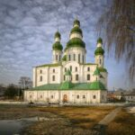 Чудотворные места и священные реликвии Украины