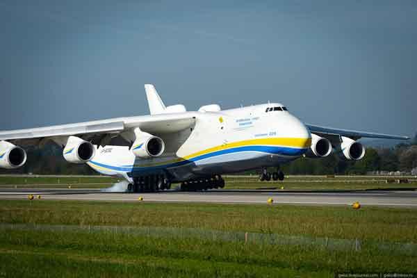 Украинский самолет Ан-225 «Мрия»