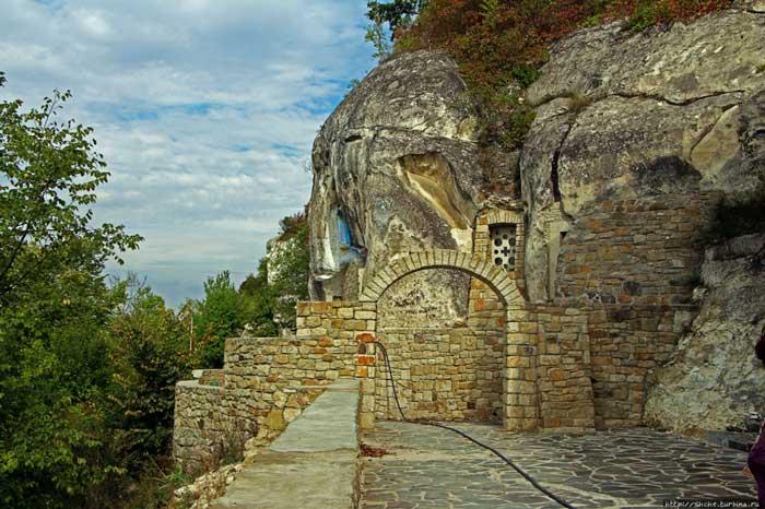 Скальный монастырь, Лядова